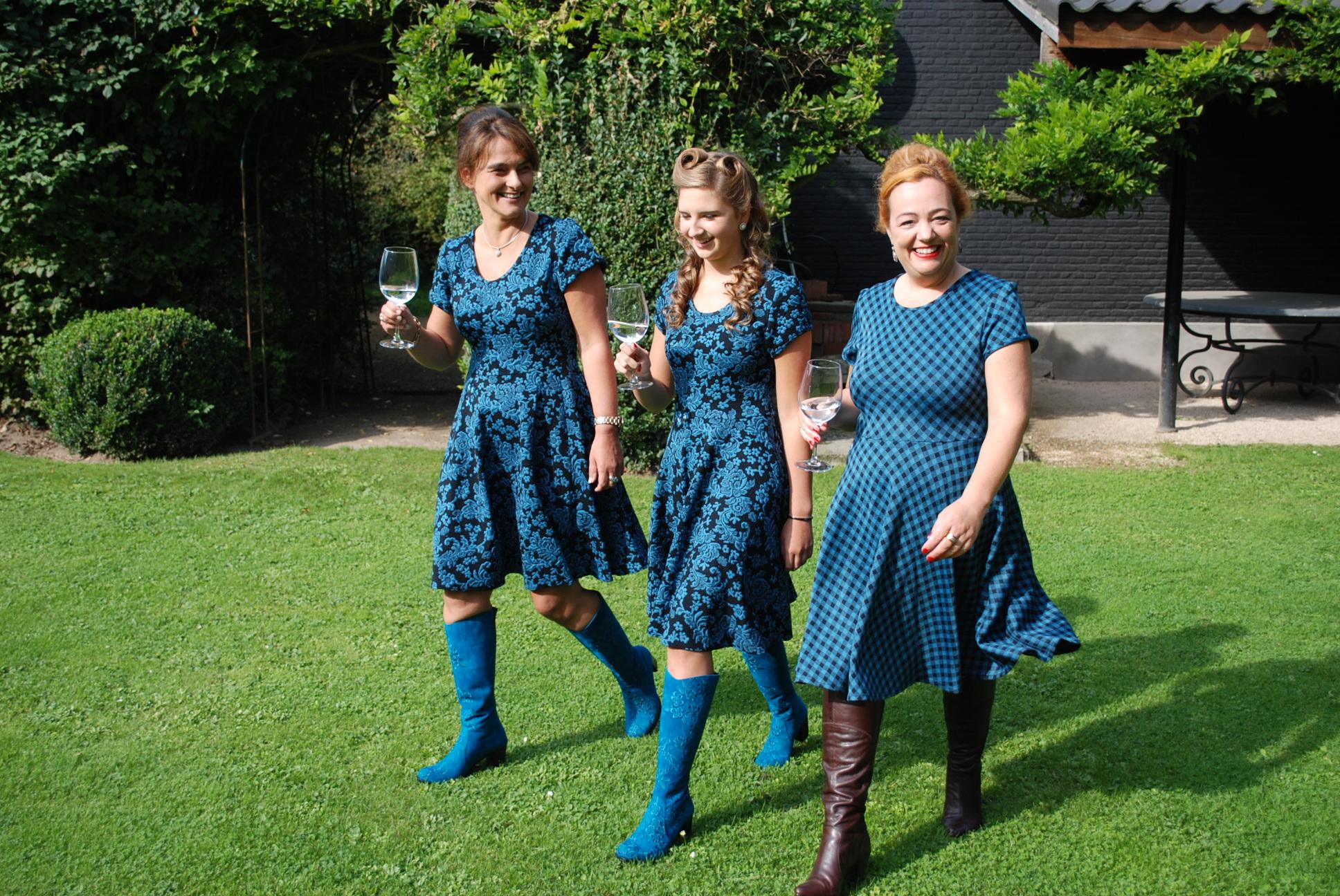 DSC 0034 GIRLS HAVING FUN IN THE NELLY DRESS